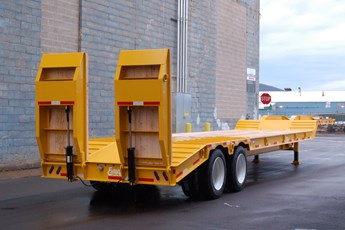 45' Fixed neck lowboy with hydraulic ramps